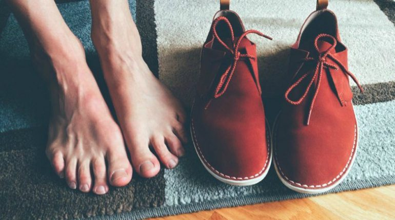 how to clean feet at home