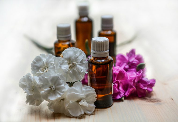 fragrance oil vs essential oil