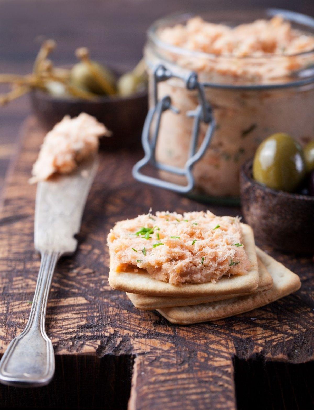 Crackers and tuna salad