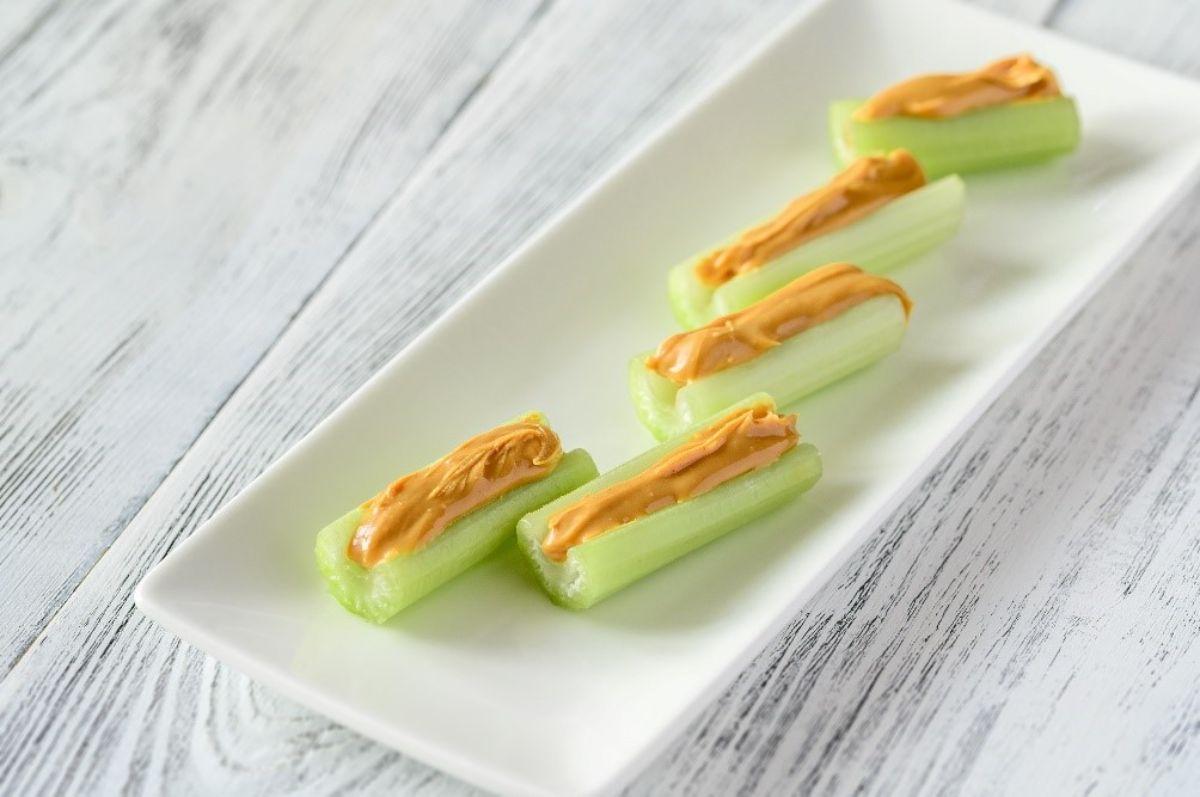 Celery sticks and peanut butter